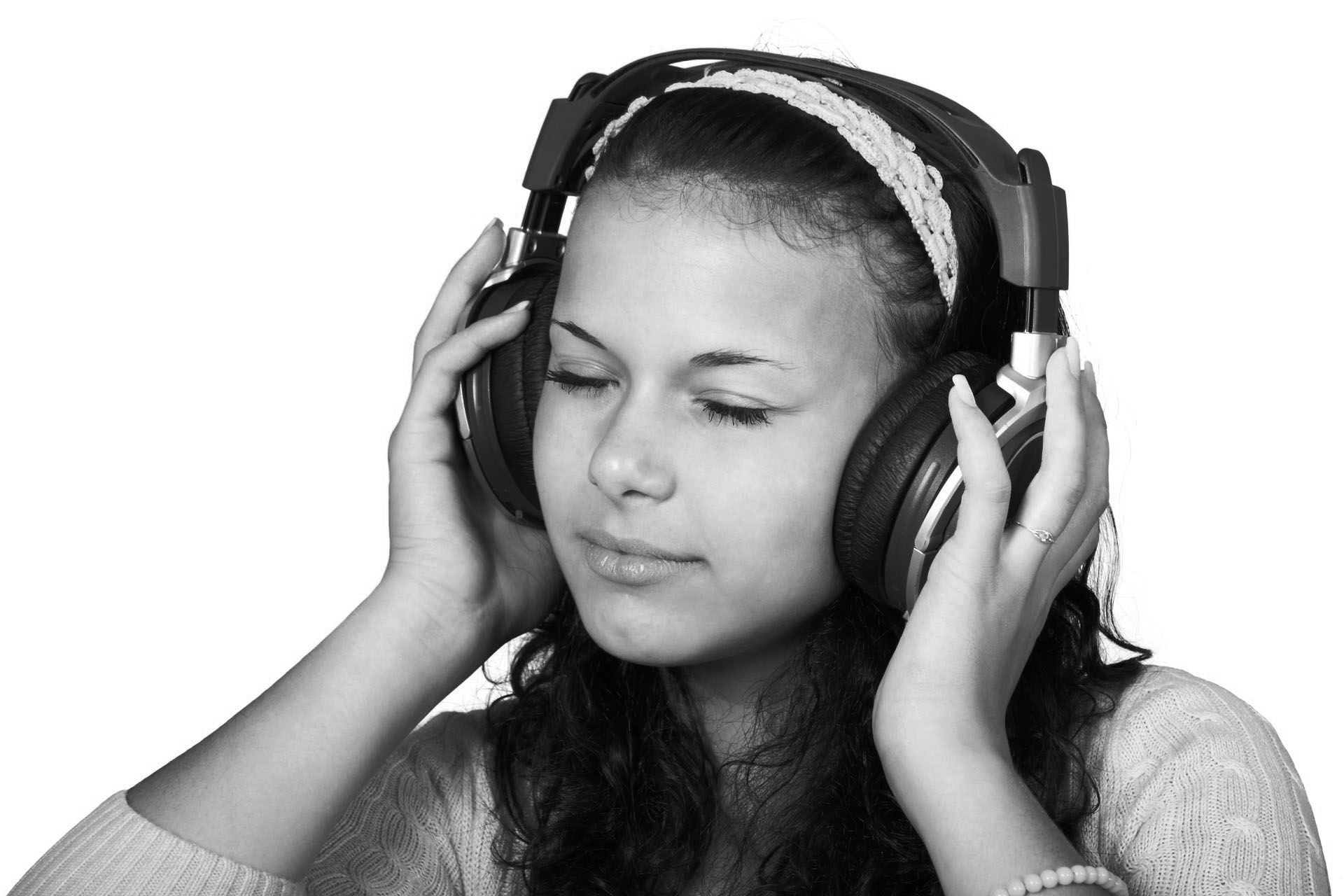 cute-female-girl-headphones-41553